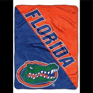 The University Of Florida warm blanket 40x60 New